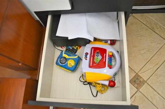 Neste gaveiteiro tem alguns equipamentos que marido achou que as meninas fossem gostar… Walkman do piu-piu e Meu Primeiro Gradiente. Mas elas preferem o Mine Craft e os apps de celular! :/