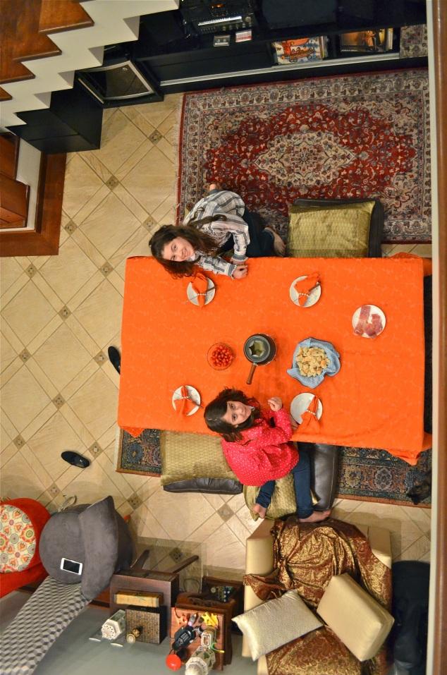 O tapete persa atrás da Penélope foi meu presente de casamento dado pela minha irmã. :)
