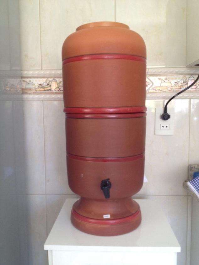 ninguém merece ficar comprando água mineral neste verão seco e virando galão de 20L todo dia!!! Água fresca e pura!