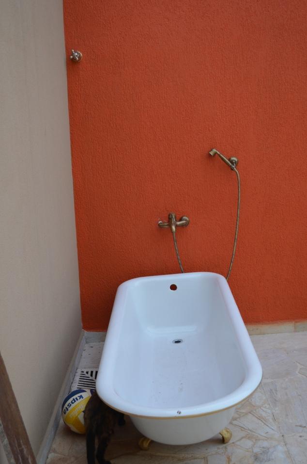 a banheira em seu devido lugar.