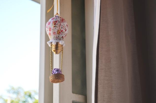 E ela também ganhou um balãozinho de lâmpada da Gi, do @blogadonadacasa, amiga do IG! Amamos, Gi!!!