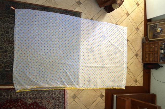 tecido jáa costurado ao meio, com ma alça