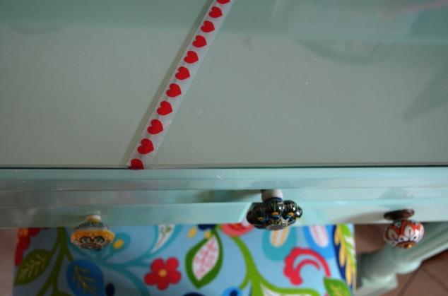 escrivaninha com vidro quebrado... Muito amor! <3