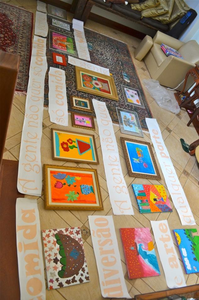 Um monte de quadros e um monte maior ainda de letras pra pregar!