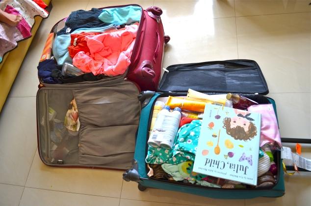 Voltei com ma mala grande e uma média. Aí tem tudo que eu trouxe mais as roupas que levei.