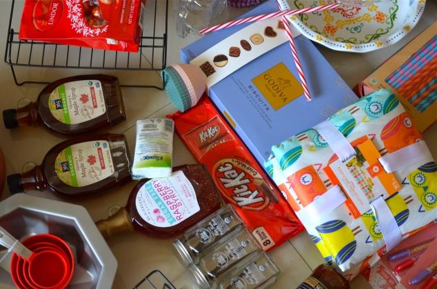 E mais coisinhas pra cozinha… Mapple syrup, Raspberry Syrup sem açúcar, favas de baunilha, barbecue de pêssego, toalha de corujinhas e grade empilhável pra esfriar biscoitinhos...