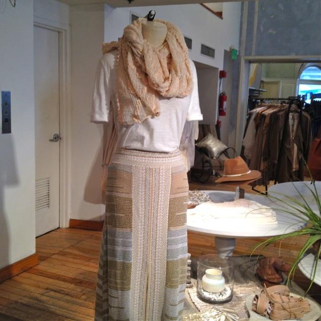 Talvez esta roupa de tia alternativa eu usasse se não custasse uns mil dólares o look! :P