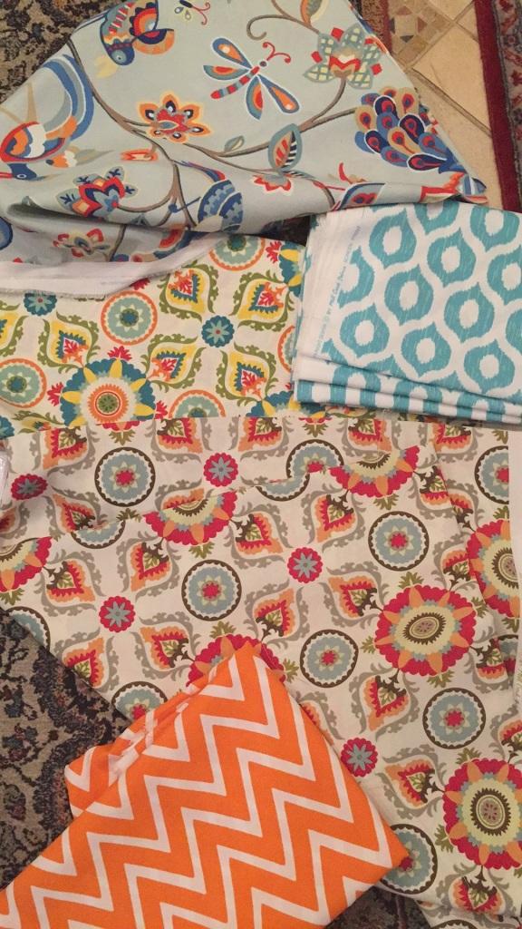 Os tecidos comprados na internê. :)